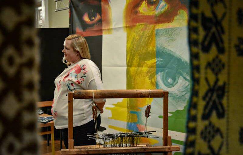 Warsztaty tkaniny dwuosnowowej podczas Jarmarku Dominikańskiego – relacja